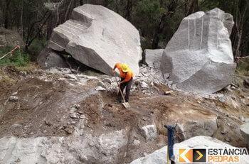 Desmonte de rochas em Coromandel com pyroblast