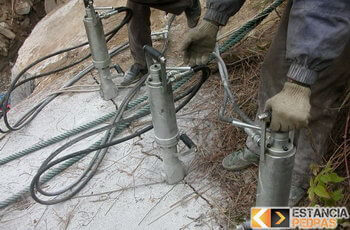 Demolição de rochas em Estiva com cunhas pneumáticas