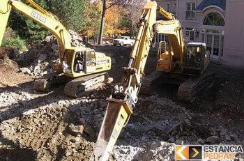 Demolição de pedras em Bilac com escavadeira hidráulica (picão)