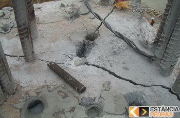 Demolição de rochas em São Bento Abade com massa expansiva
